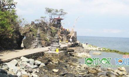Keistimewaan Pura Batu Bolong di Lombok Yang Luar Biasa Indah
