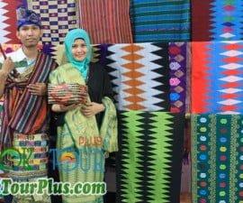 kerajinan tenung songket desa sukarara lombok tengah