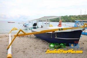 perahu pantai senggigi