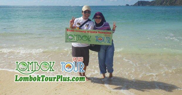Keseruan Bapak Wahyu di Pantai Lombok