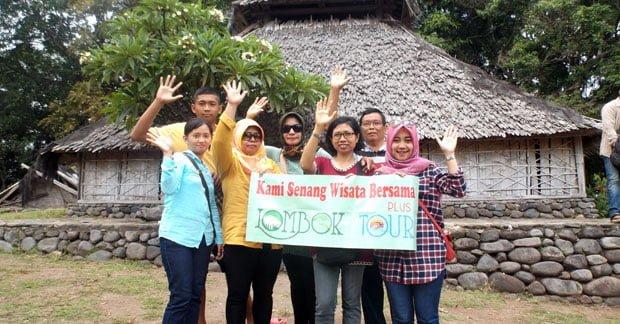 Wisata di Lombok Group SLB Tunas Kasih Mengunjungi masjid bayan beleq