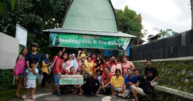 Wisata Bapak Agus Mengunjungi Air Terjun Lombok