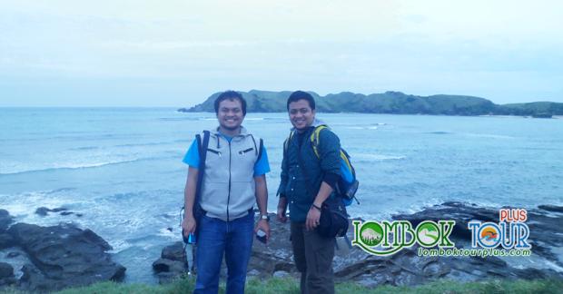 Keseruan Wisata Bapak Adjie dan Rekan di pantai kuta Lombok