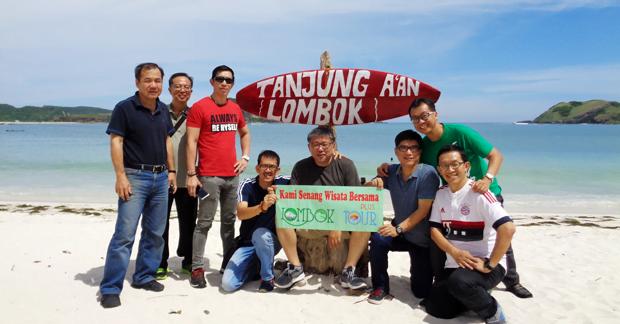 Wisata Bapak Goh di Pantai Tanjung Aan Lombok