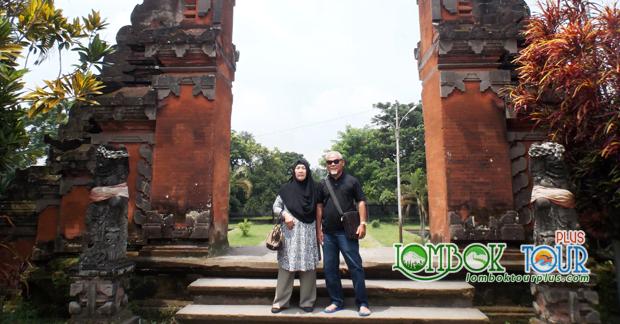 wisata bapak mohdar di pura lingsar lombok