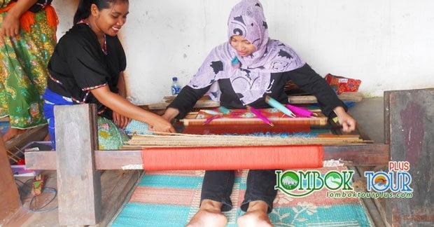 Asyiknya Berburu Kain Songket Desa Sukarare Lombok