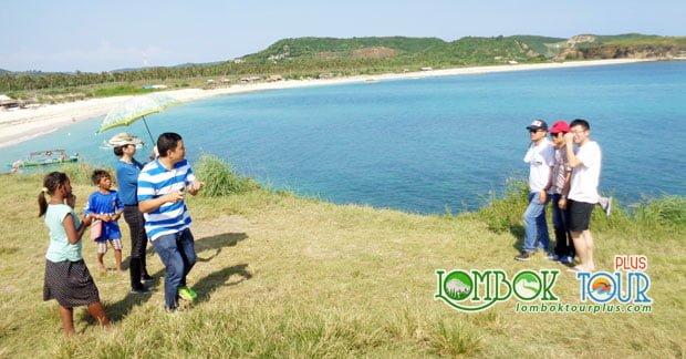 Wisata Ibu Jui dan Sahabat di Tanjung Aan Lombok