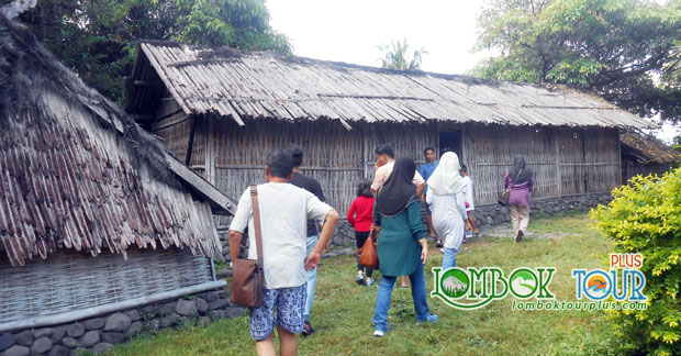 Mengunjungi Masjid Bayan Beleq Lombok