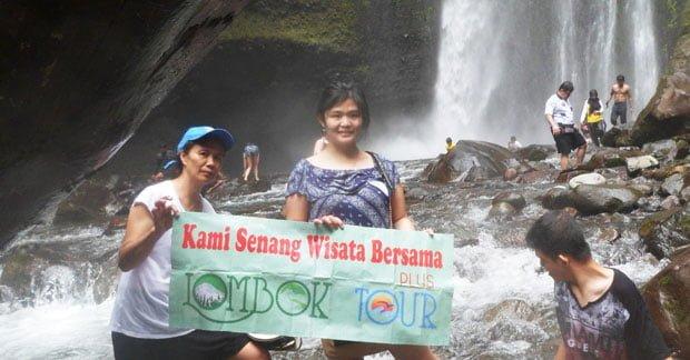 Wisata Ibu Yulianan di Air Terjun Tiu Kelep Lombok