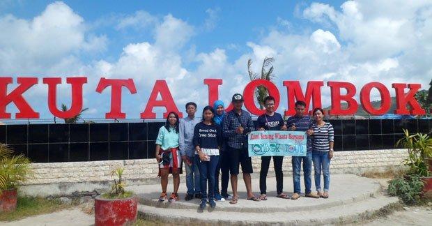 Wisata pantai kuta Lombok Ibu Lia dan Keluarga